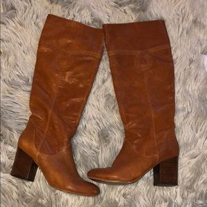Brown heeled genuine leather boot